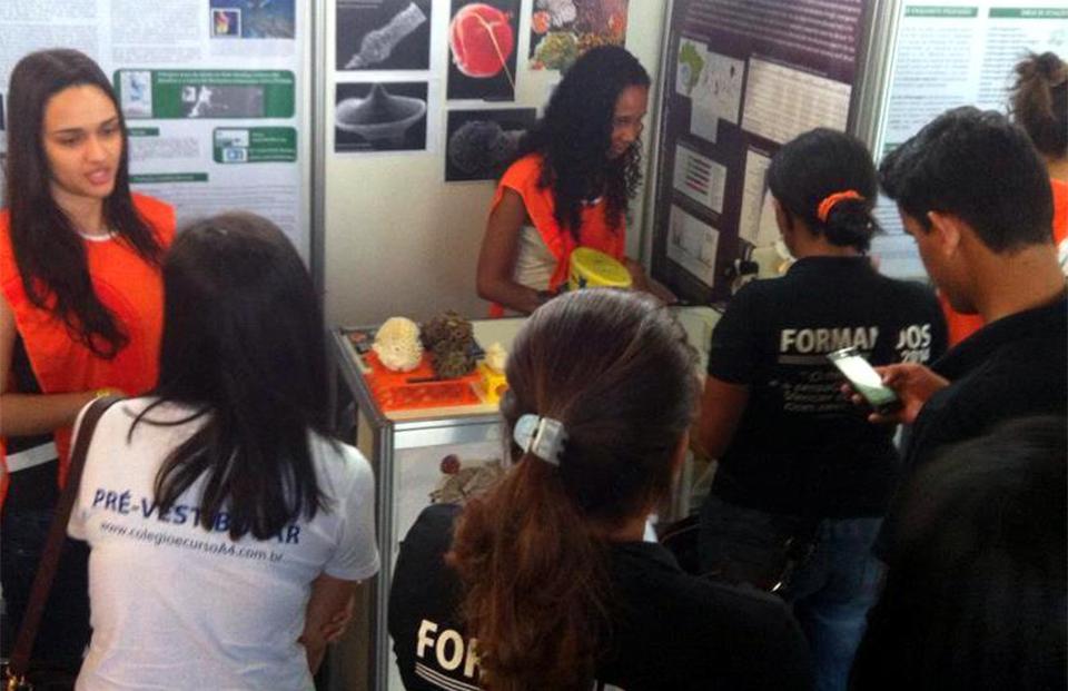 UFRJ: Estudantes de Biotecnologia promovem Ciências do Mar no ensino médio